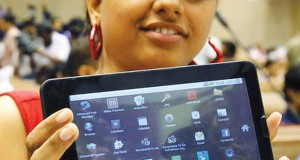 India-unveils-$35-tablet-computer