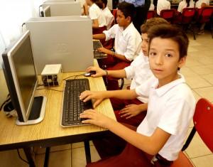 escuela-estudiante-computadora