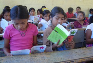 niños-leyendo