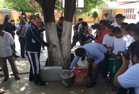 rehabilitacion_escuelas_Oaxaca-presencia_Gendarmeria_Oaxaca_MILIMA20150812_0254_11
